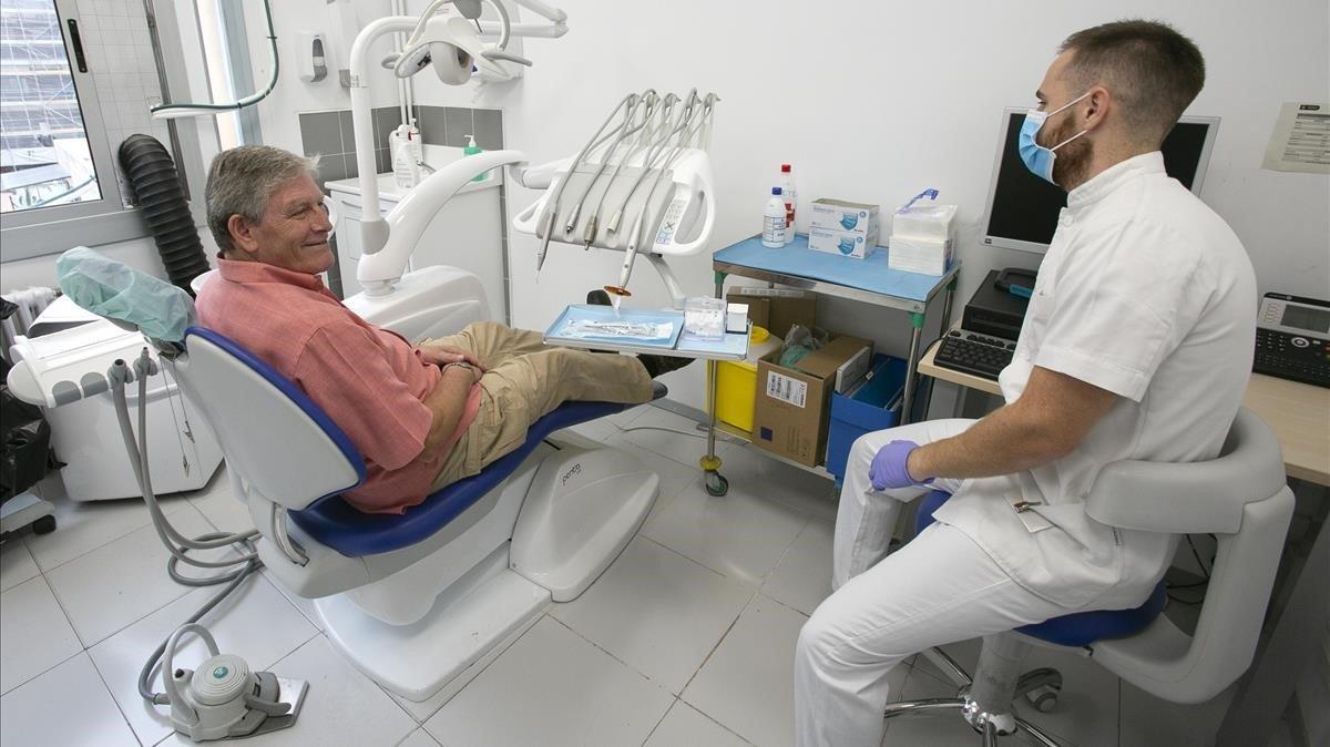 La doble velocitat dels dentistes de Colau