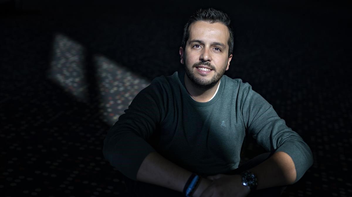 Héctor Castiñeira('Enfermera Saturada')acaba de publicar su sexto libro'El silencio de los goteros'