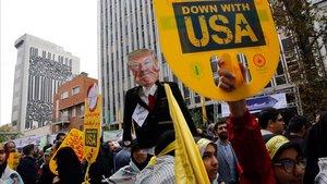 L'Iran celebra amb crits de «mort a Amèrica» la crisi dels ostatges de 1979