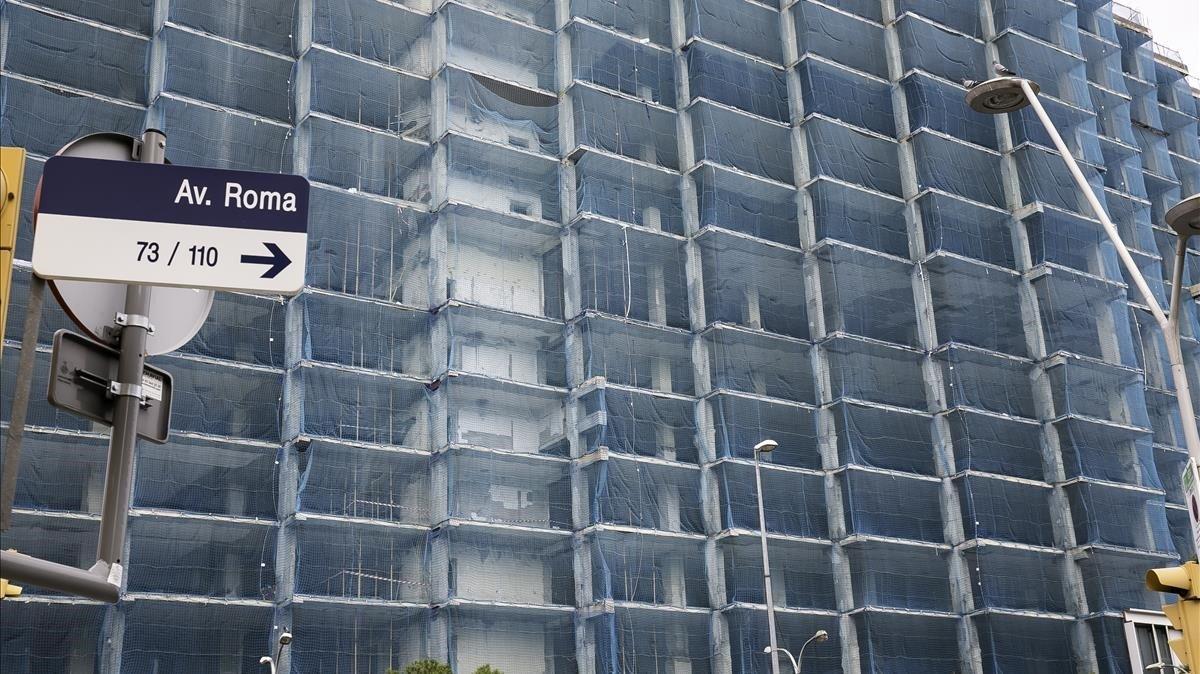 El Edifici Estel de la avenida de Roma, antigua sede corporativa de Telefónica,en la actualidad.