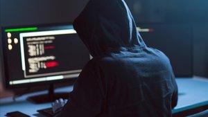 Acusats dos 'hackers' xinesos de robar dades sobre la vacuna de la Covid-19