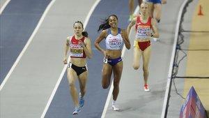 Zoya Naumov, llegando tercera en su serie de los Europeos de Glasgow, detrás de la suiza Buchel y la británica Tracey,
