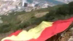 Detenido en Gibraltar el presidente de VOX Madrid tras desplegar una bandera gigante de España en el peñón