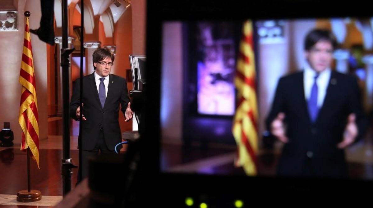 El president Carles Puigdemont durante el mensaje institucional con motivo de la Diada 2016