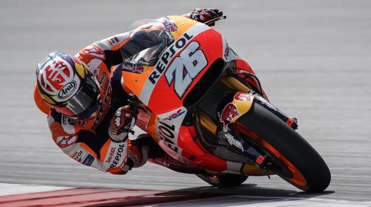 Dani Pedrosa pilota fuera de su Honda, en una de sus vueltas rápìdas de hoy en Sepang (Malasia).