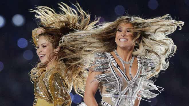 Shakira i Jennifer Lopez enlluernen amb el seu poder llatí a la Superbowl