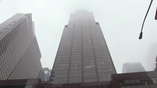 Un mort a l'estavellar-se un helicòpter contra un edifici a Nova York