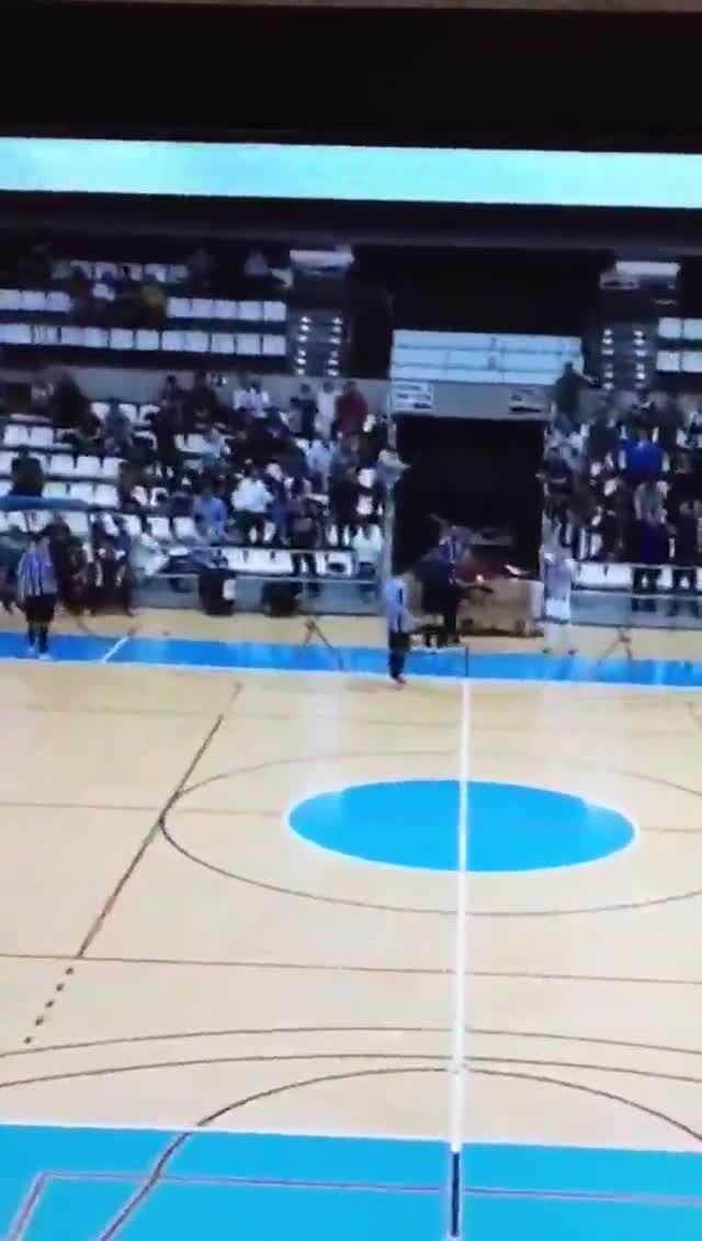 Agresión a un árbitro en el partido Castellón-Barceloneta.