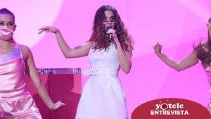 Anaju cantando '7 rings' en el escenario de 'OT 2020'.