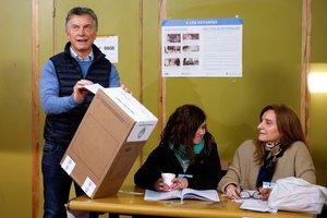 El presidente de Argentina, Mauricio Macri,en uno de los centros de votaciones.