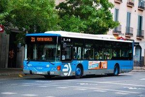 «Al teu puto país»: agressió racista a una llatinoamericana en un autobús de Madrid