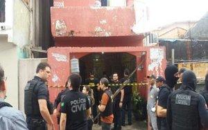 La polícia asegura el lugar de una ataque armado en Brasil.