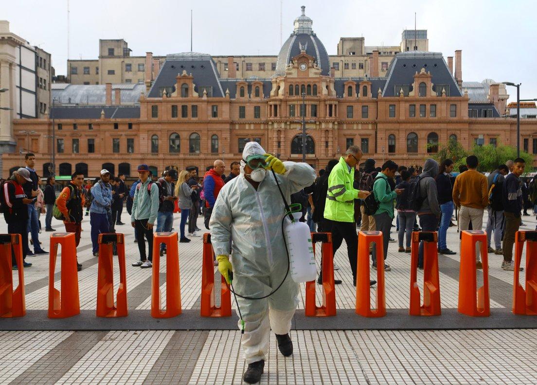 El tráfico en la capital argentina se redujo de manera drástica el primer día de medidas.