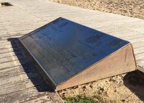 La placa retirada en Badalona.