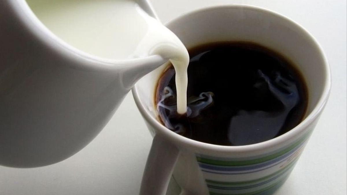 Un café con leche.