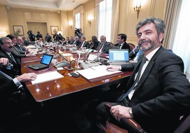 Carlos Lesmes (en primer término), con los vocales del CGPJ, el 20 de diciembre.