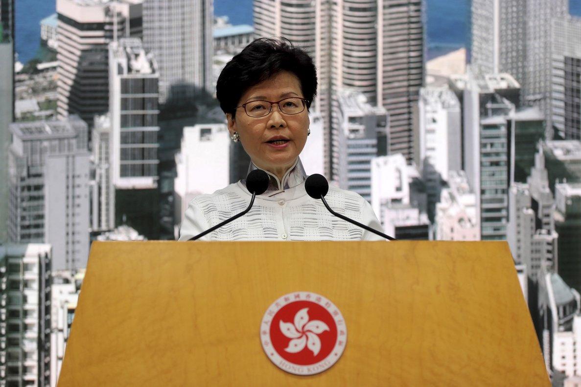 Carrie Lam, jefa del Gobierno de Hong Kong, en la rueda de prensa en la que ha anunciado la suspensión de la ley de extradición.