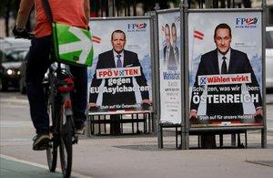 Carteles electorales del líder del Partido de la Libertad,Heinz-Christian Strache, y delcandidato del FPÖpara las elecciones europeas Harald Vilimsky, en Viena