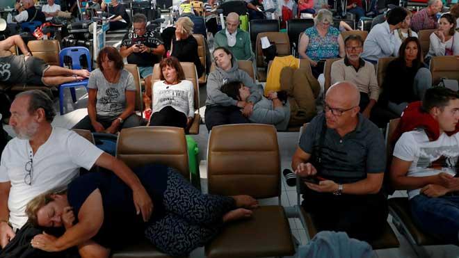 Centenares de pasajeros se quedan atrapados en Tailandia por el conflicto India-Pakistán.