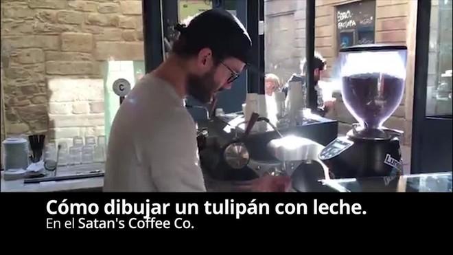 Com dibuixar una tulipa amb llet al Satan's Coffee Corner.
