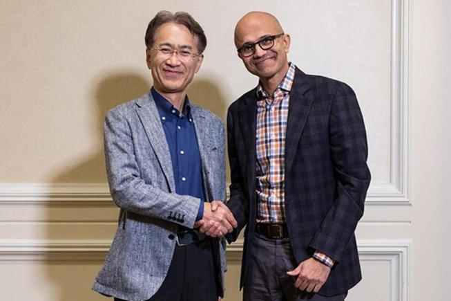 El consejero delegado de Sony, Kenichiro Yoshida, y el de Microsoft, Satya Nadella.