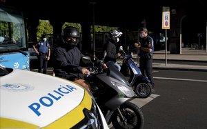 Control de policía en el barrio de Vallecas, en Madrid.