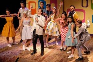 Una imagen del 'Corny Collins Show' de la obra.