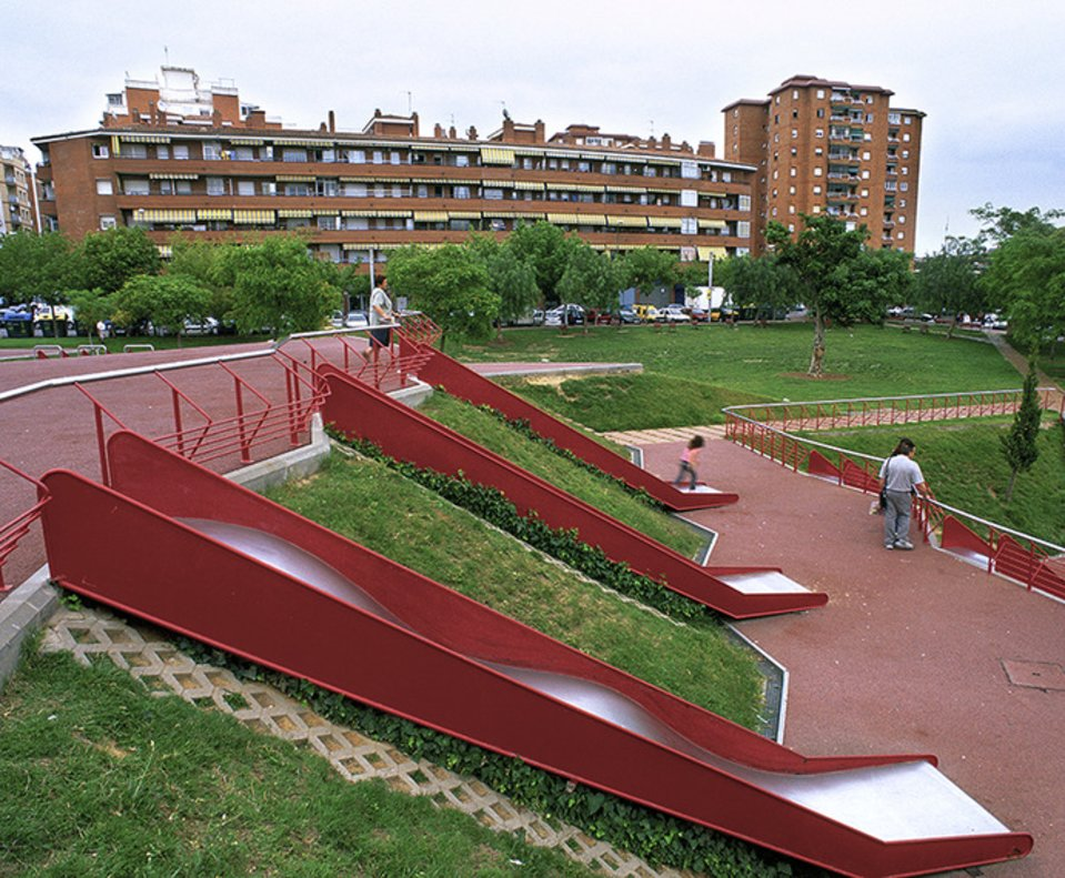Cinc parcs d'Esplugues incorporaran elements adaptats per a nens amb diversitat funcional