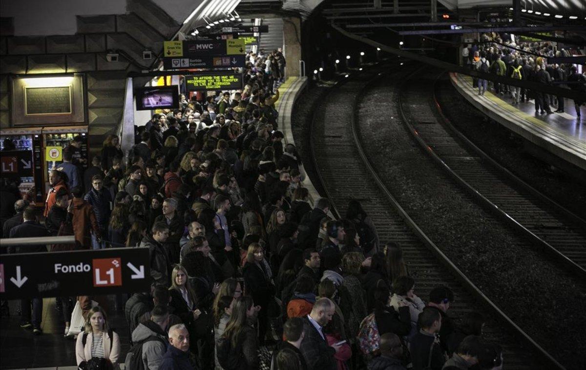Estación de metro de Espanya durante los servicios mínimos de la huelga de metro convocada los días del Mobile World Congress.