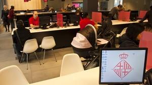 Oficina de atención del Ayuntamiento de Barcelonapara trámites ciudadanos.