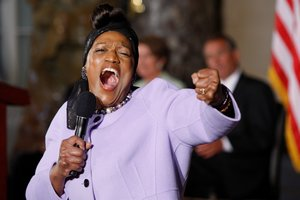 FILE PHOTO: Opera singer Jessye Norman sings He's Got the Whole World in His Hands at a ceremony on the 50th anniversary of the March on Washington for Jobs and Freedom at the U.S. Capitol in Washington, July 31, 2013. REUTERS/Jonathan Ernst/File Photo