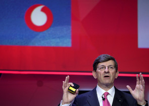 FILE PHOTO: Vodafone Chief Executive Vittorio Colao delivers a keynote at the Mobile World Congress in Barcelona, Spain, February 26, 2018. REUTERS/Sergio Perez/File Photo