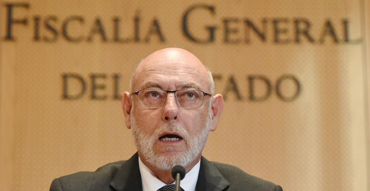 El fiscal general del Estado, José Manuel Maza,durante su comparecencia en la sede de la Fiscalía ante los periodistas.