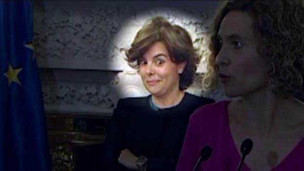 El gesto de Soraya Sáenz de Santamaría cuando Meritxell Batet habla de diálogo con Catalunya.