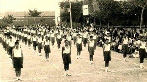 Gimnasia en una escuela franquista, en el año 1957.