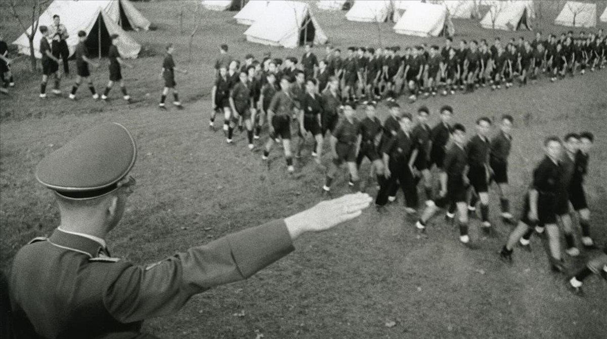 Himmler pasa revista en un campamento del Frente de Juventudes de Martorell, el 23 de octubre de 1940, de camino a su visita a Montserrat.