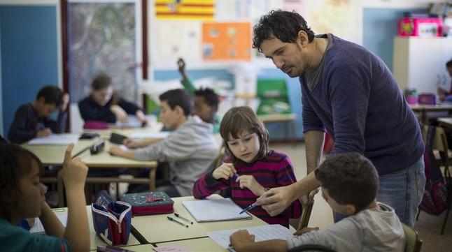 César Bona, finalista del Global Teacher Prize del 2015, con sus alumnos del colegio Puerta de Sancho de Zaragoza.