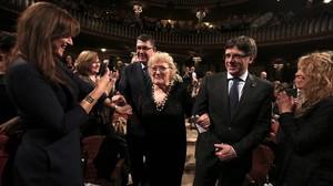 Isabel-clara Simó y Carles Puigdemont, en el acto de entrega del Premi dHonor de les Lletres Catalanes