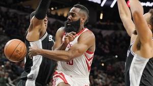 James Harden ya es un rey en la NBA.