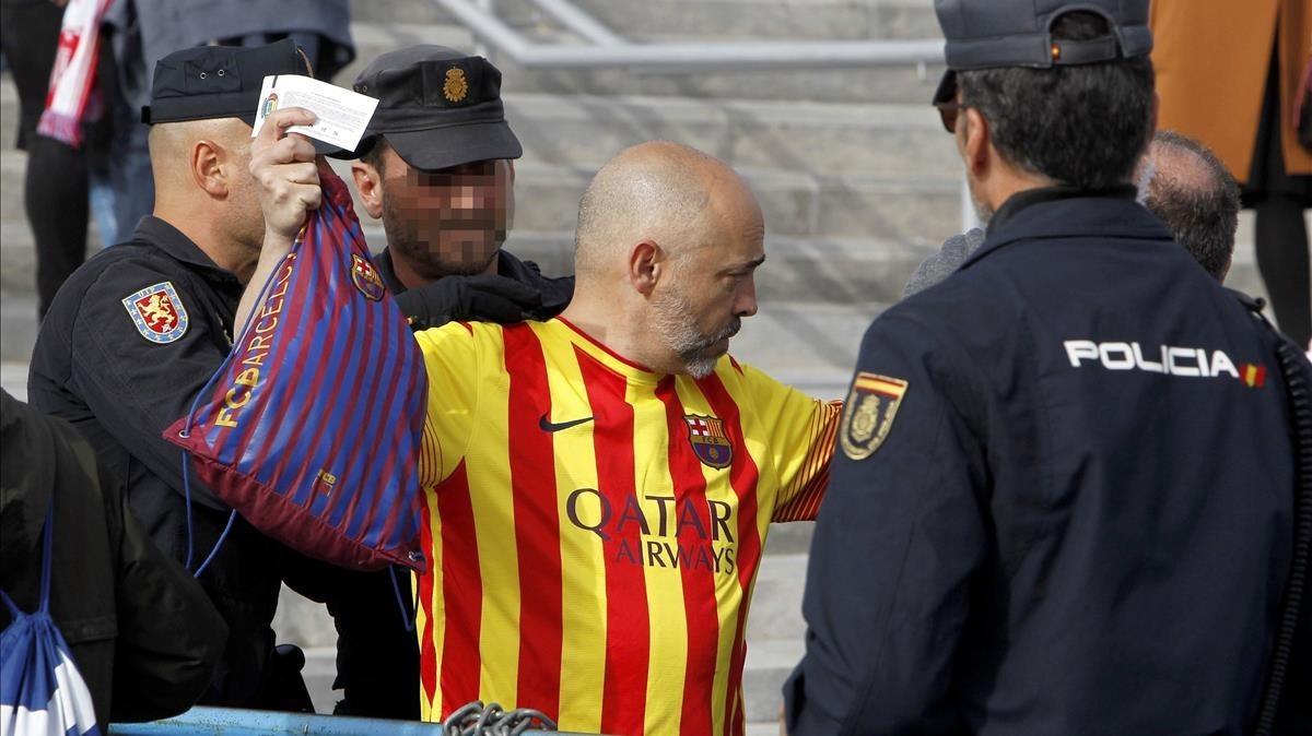 Tempesta política per la retirada de samarretes grogues a la Copa del Rei