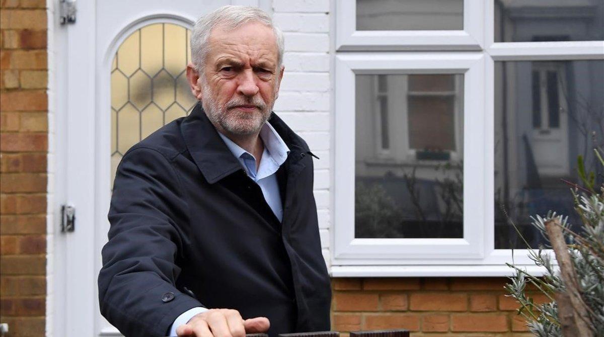 Jeremy Corbyn abandona su residencia.