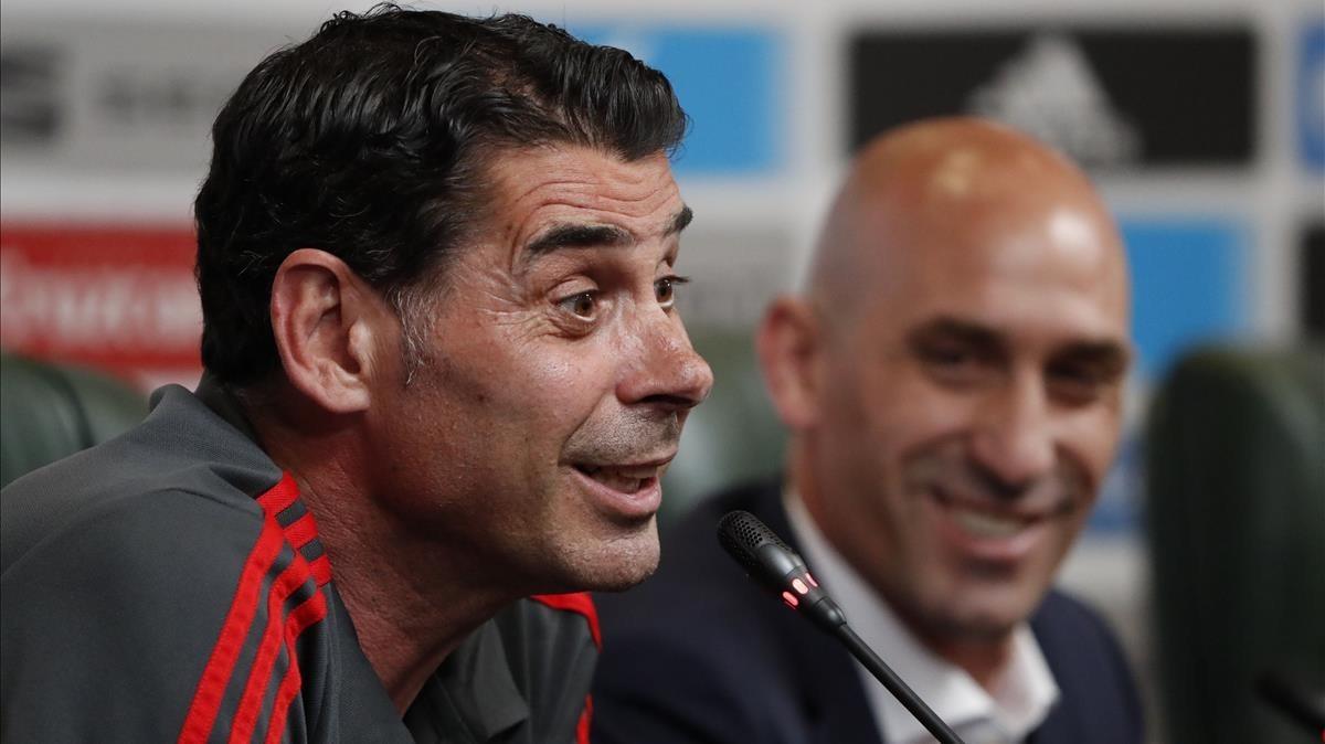 Lopetegui y Rubiales, en la rueda de prensa del nuevo seleccionador español en Krasnodar.