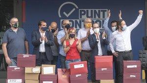 Los promotores de la moción de censura, el pasado 17 de septiembre, con la entrega de las más de 20.000 firmas.