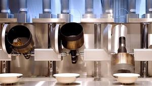 Los robots del restaurante Spyce de Boston, el primero del mundo en el que los chefs son máquinas.