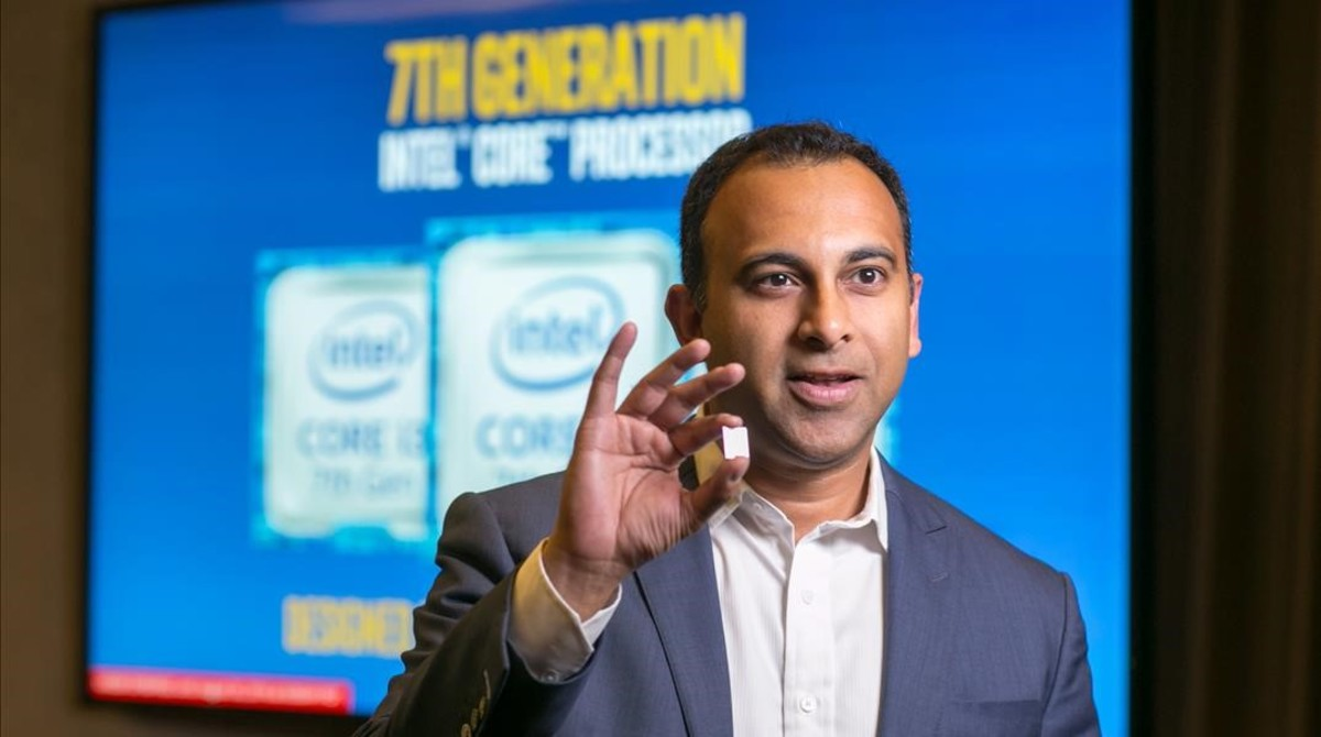 El vicepresidente de Intel, Navin Shenoy, en la presentación de un procesador.