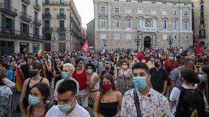Manifestación del Orgullo en la plaza de Universitat de Barcelona.