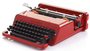 Máquina de escribir portátil Valentina diseñada por Ettore Sttossas.