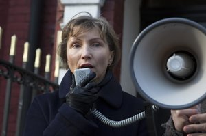 Marina Litvinenko, the widow of murdered KGB agent Alexander Litvinenko, speaks during a demonstration in support of Boris Nemtsov, former deputy prime minister of Russia and prominent critic of Vladimir Putin, outside the Russian Embassy in London March 01, 2015. Nemstov was murdered two days ago as he walked across a bridge near the Kremlin in Moscow. REUTERS/Neil Hall (BRITAIN - Tags: CRIME LAW POLITICS TPX IMAGES OF THE DAY)