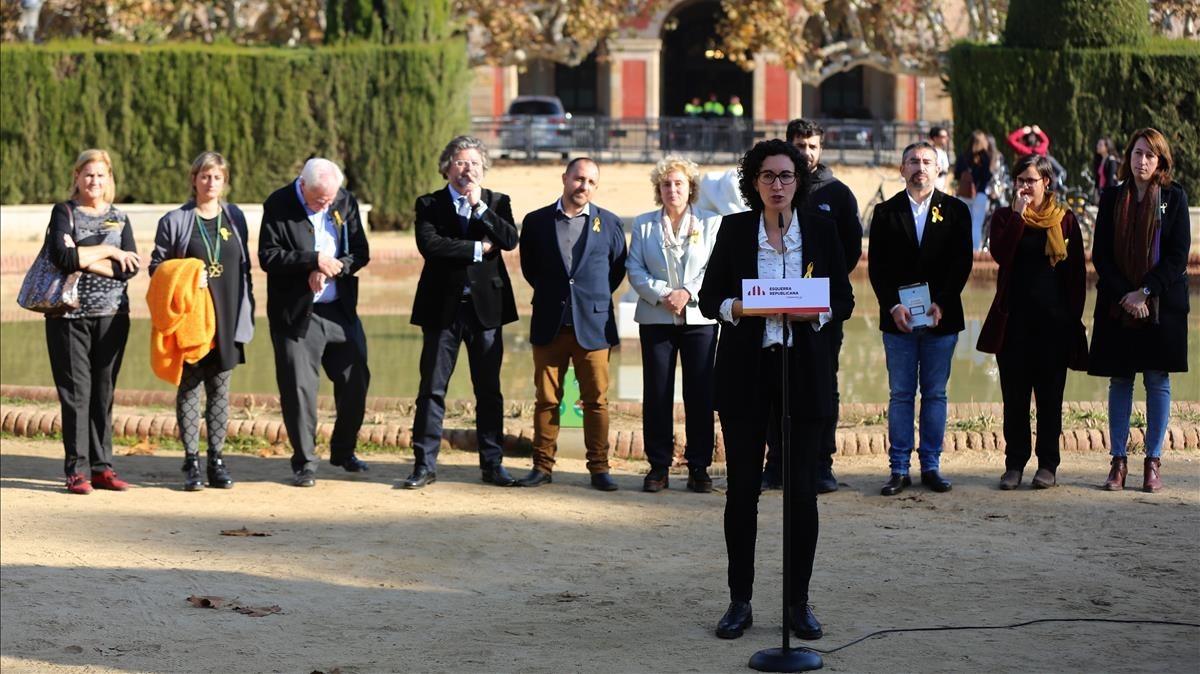 Marta Rovira durante la presentación de la candidatura de ERC, este jueves, frente al Parlament.