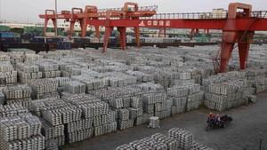 Una torpe vía para reducir el déficit comercial